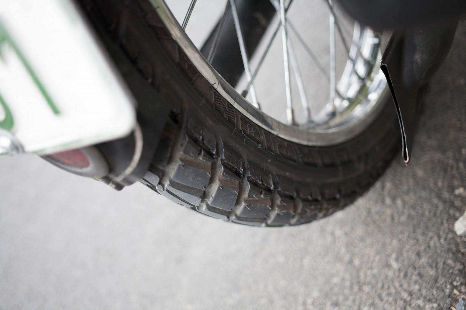 Drážka v pneumatice