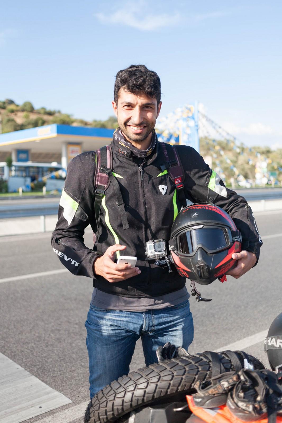 Bilal s jeho helmou