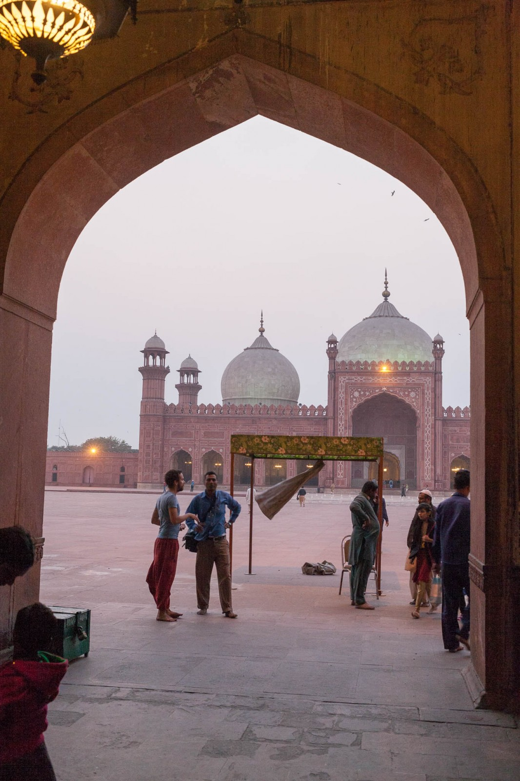 Rozhovor s fotografem v bráně mešity